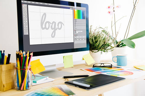 7 Reasons to Hire a Professional Logo Designer
